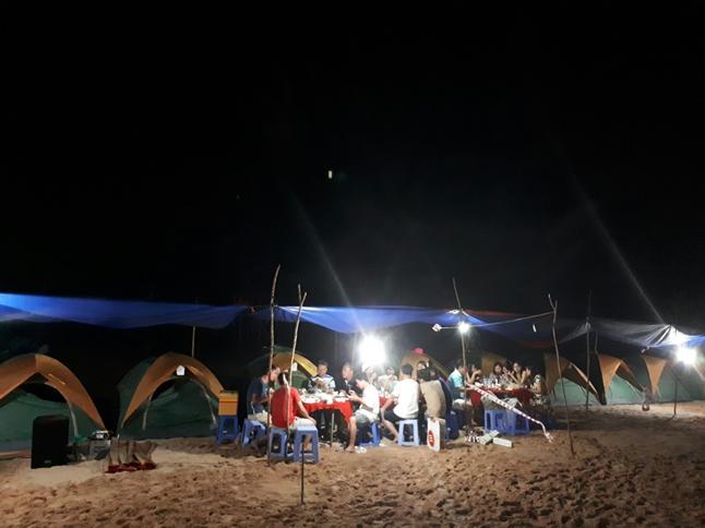 Câu mực ngủ lều trên đảo